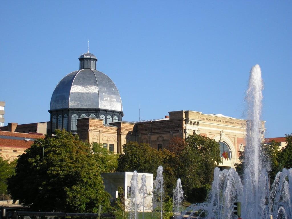 Imagen de la Escuela desde la Castellana