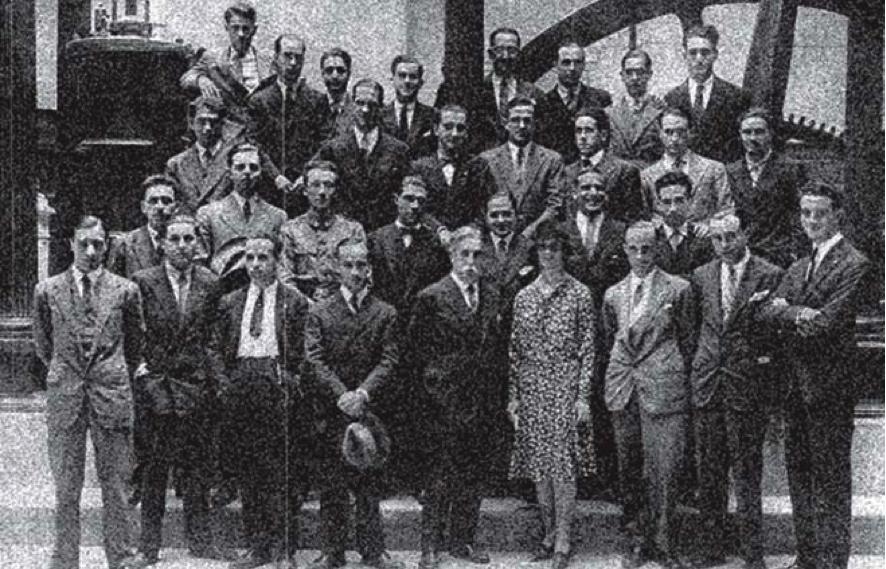 Imagen de la Primera Mujer Ingeniera en la Escuela