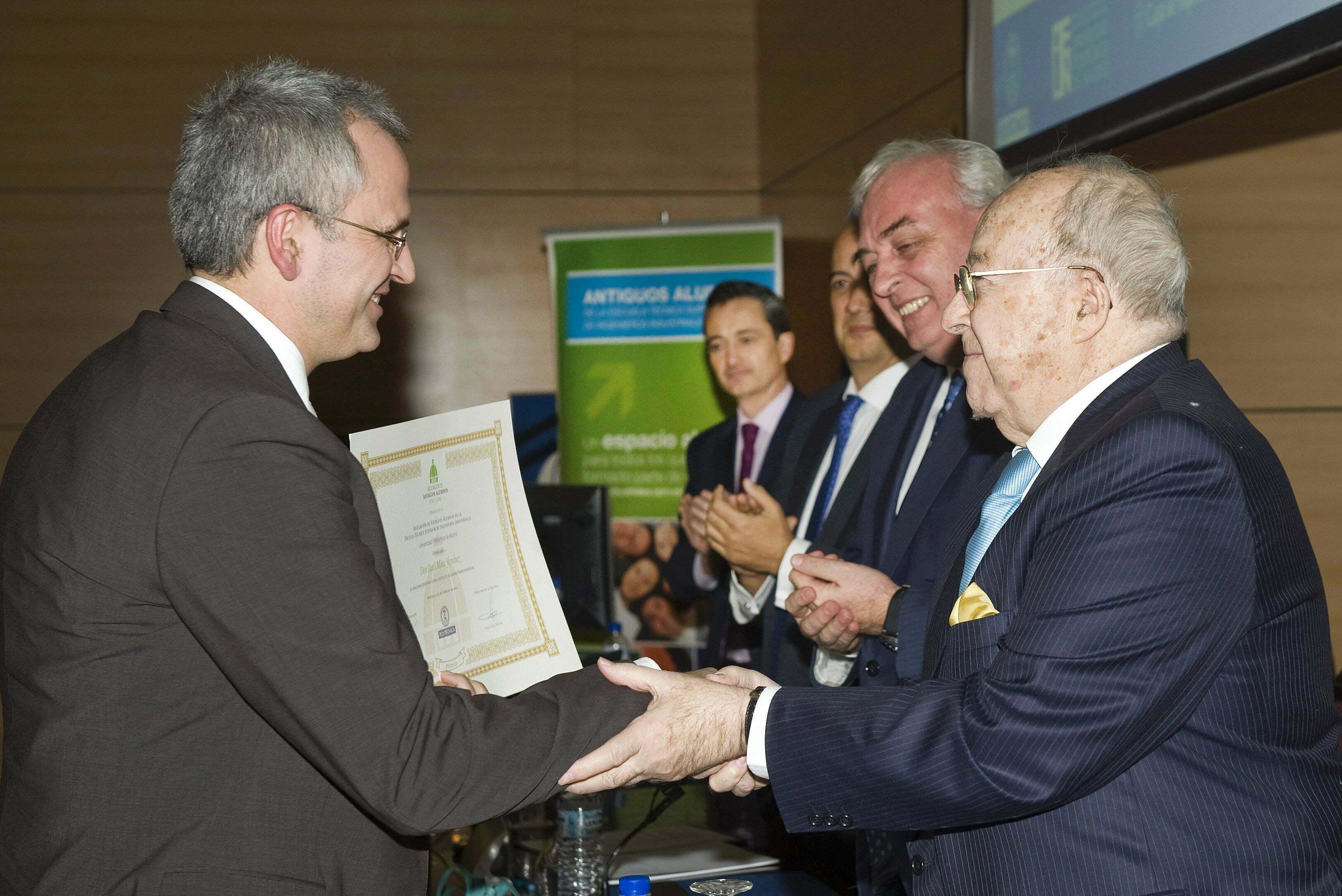 D.Raúl Mata. Premio al Antiguo Alumno Emprendedor.