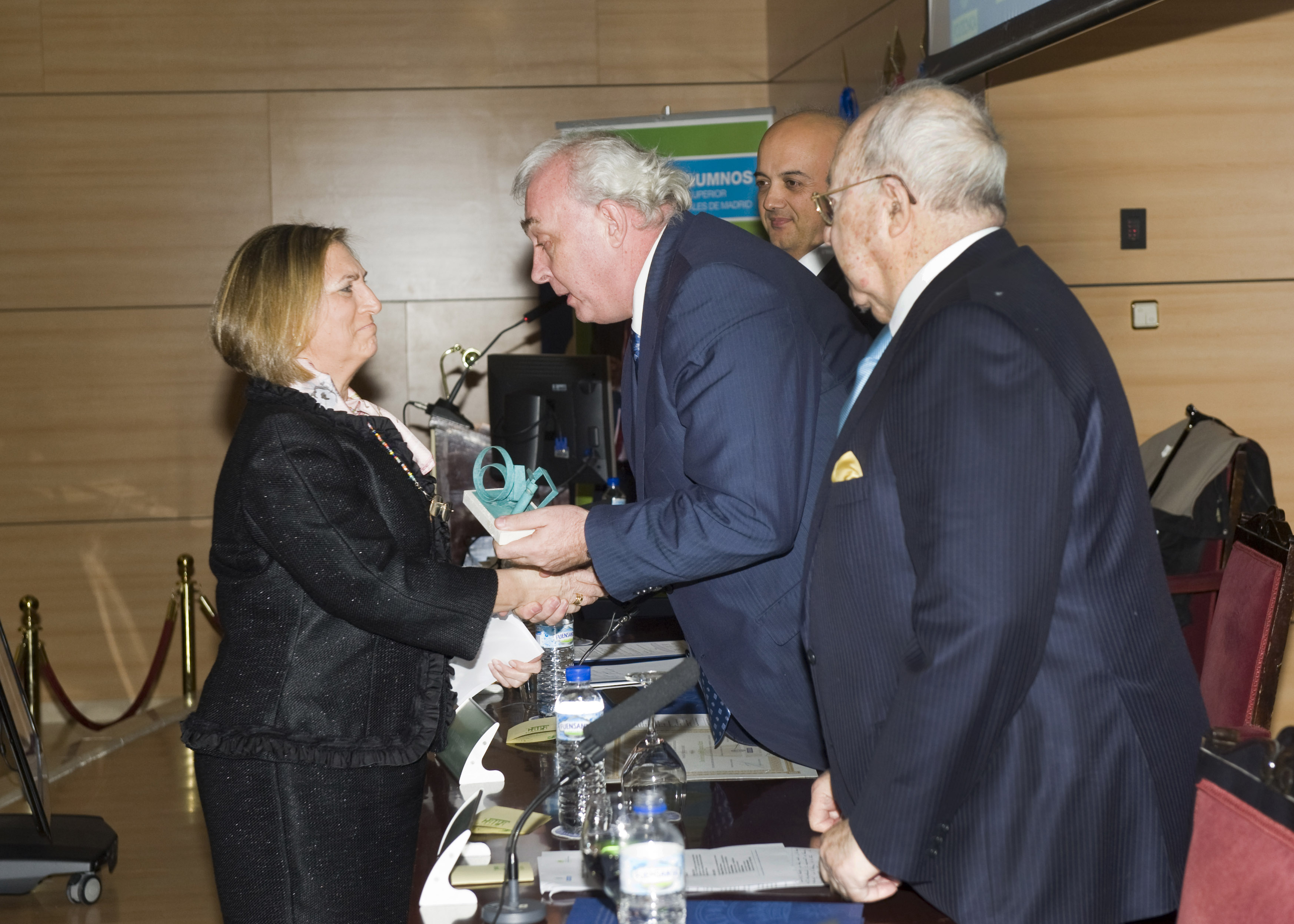 Recibe el Premio Honorífico Dña. Ángela Velasco, viuda de Francisco Javier Quintana