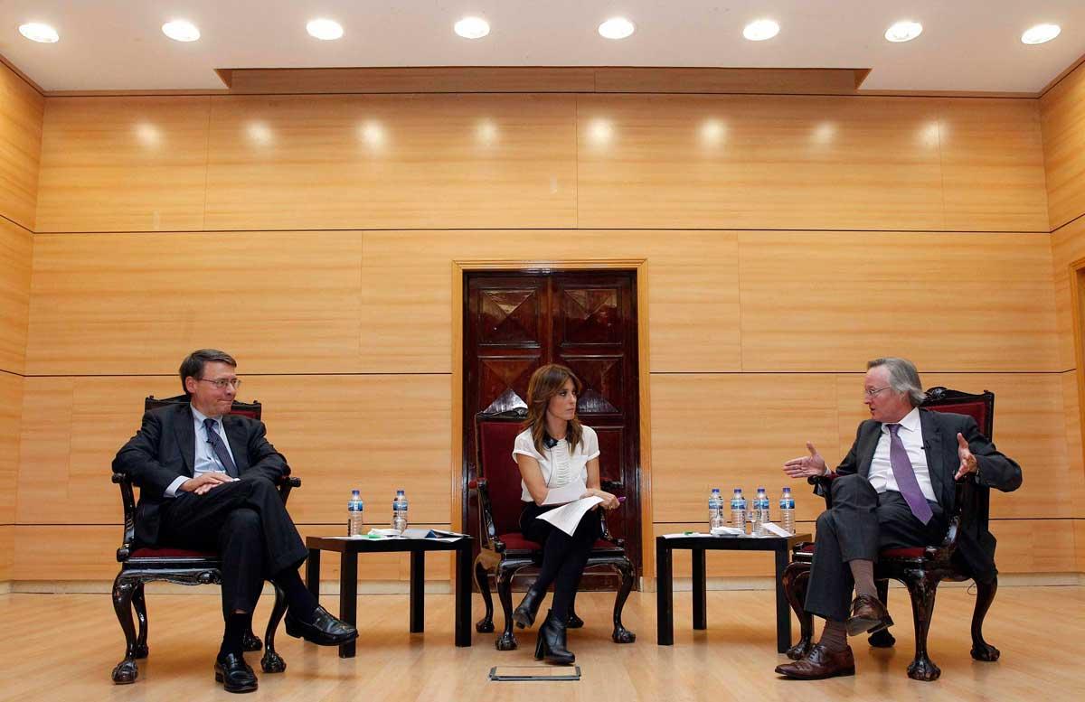 Helena Resano, Josep Piqué y Jordi Sevilla durante el debate