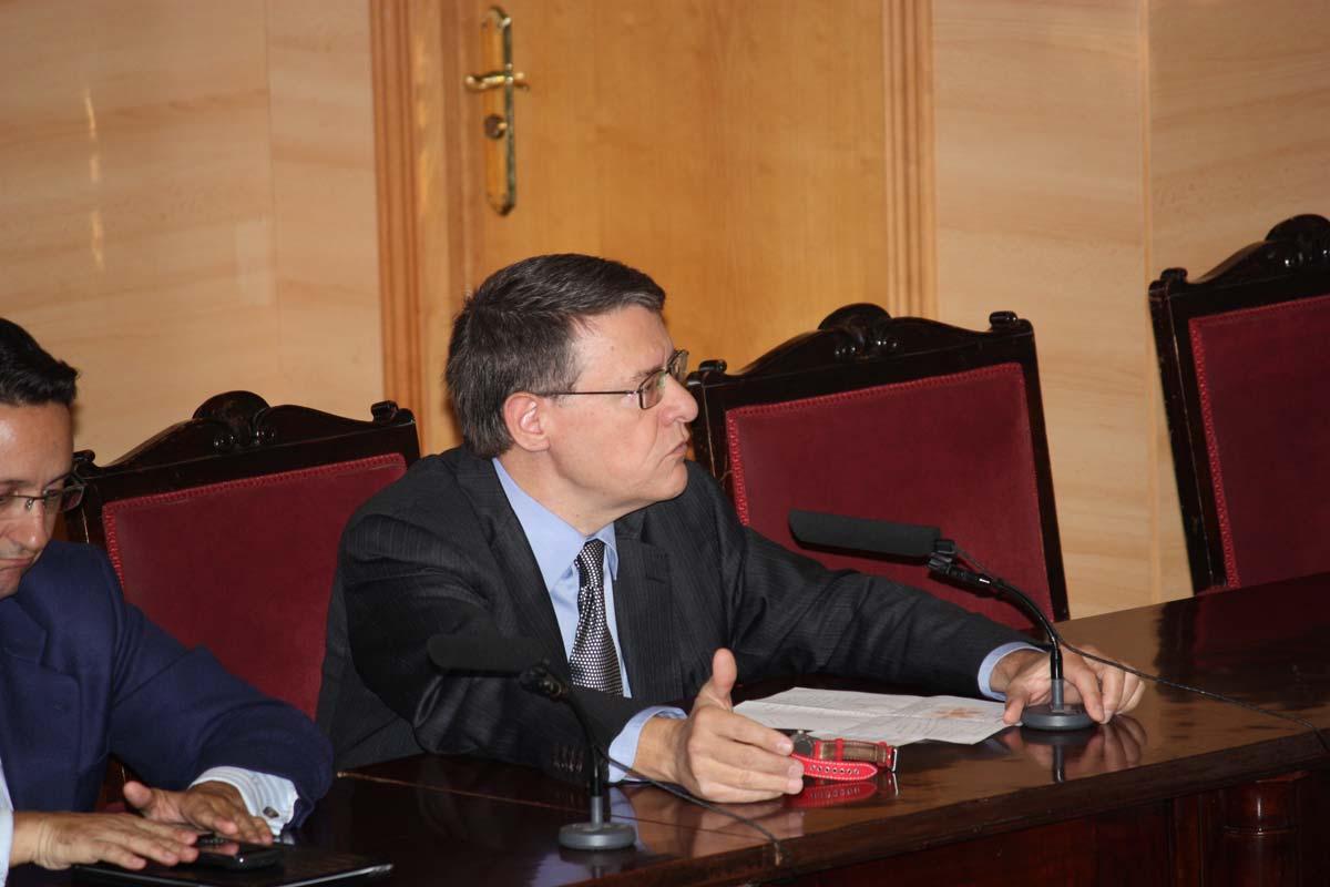 Jordi Sevilla durante el Encuentro en Escuela Industriales UPM