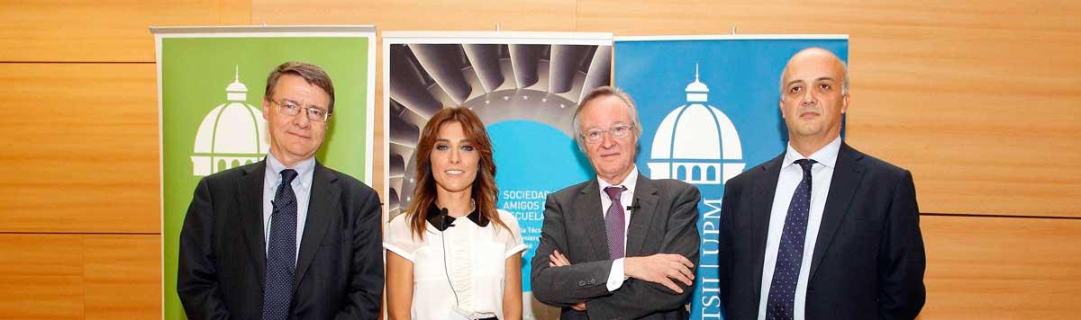 Helena Resano, Josep Piqué y Jordi Sevilla junto al Director Jesús Félez antes del debate