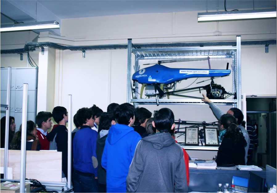 El grupo UAV durante la visita a ETSI Industriales