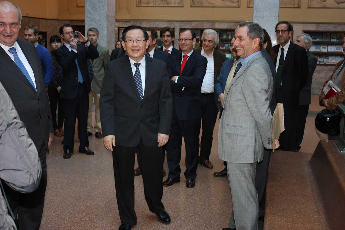 Ministro de Ciencia y Tecnología durante la visita