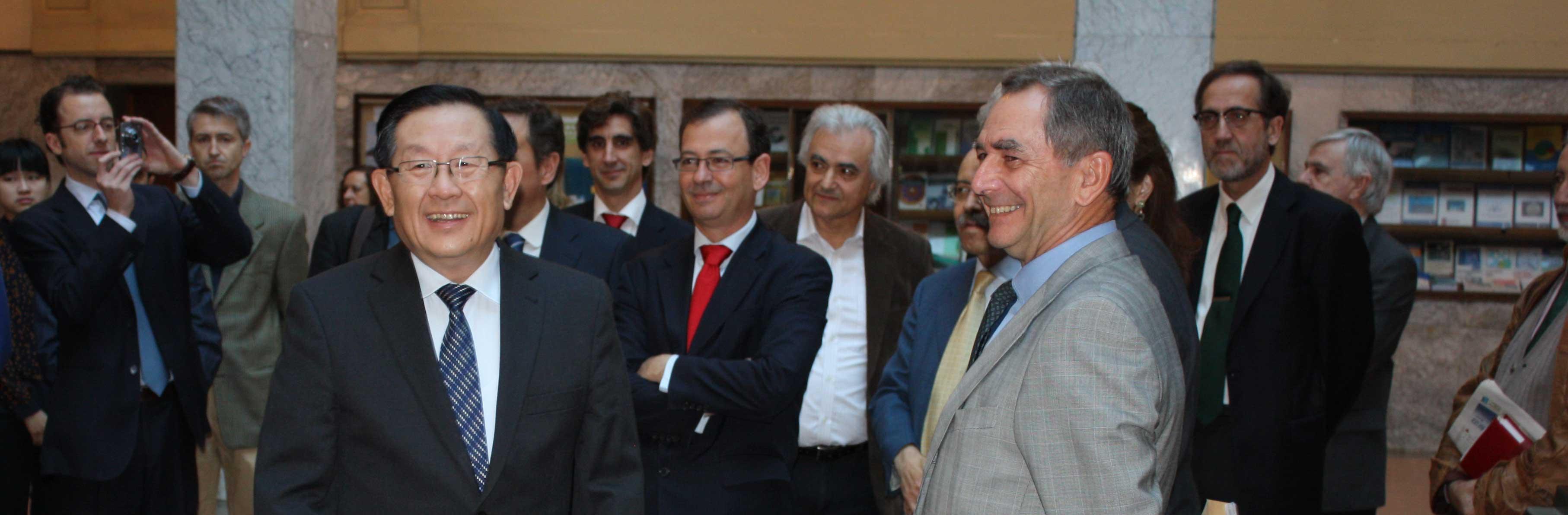 Imagen de la visita del ministro de ciencia y tecnología