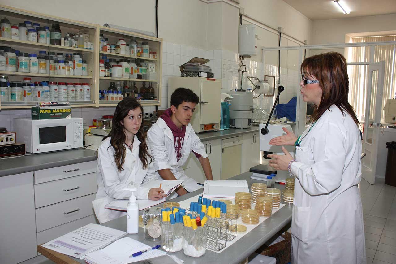 Estudiantes de la ESO en la Escuela