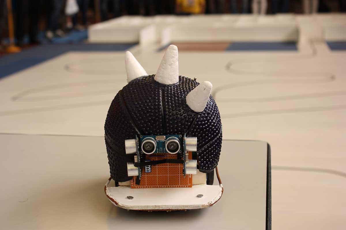 Robot durante la competición Cybertech