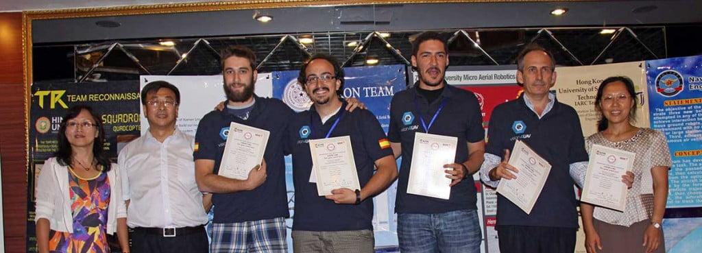 Integrantes del Equipo de Robots Aéreos de ETSII