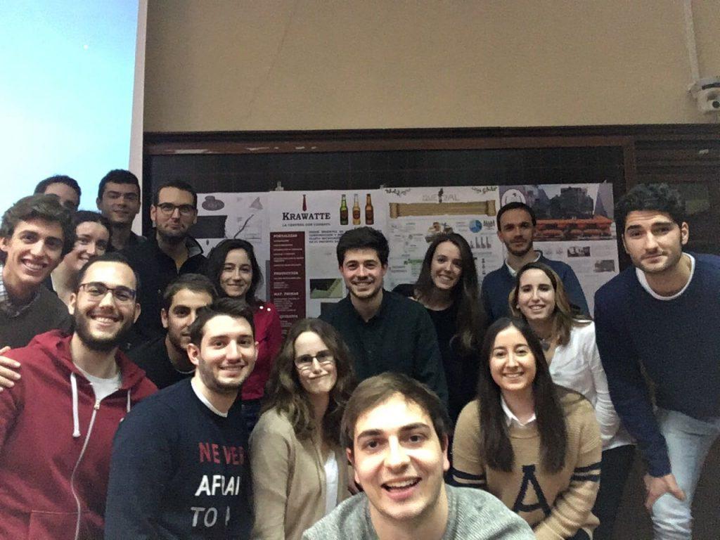 Alumnos del grupo Ingenia de Proyecto de plantas industriales