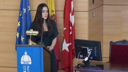 Almudena Menéndez de Escuela Industriales Madrid recoge el premio Acerinox